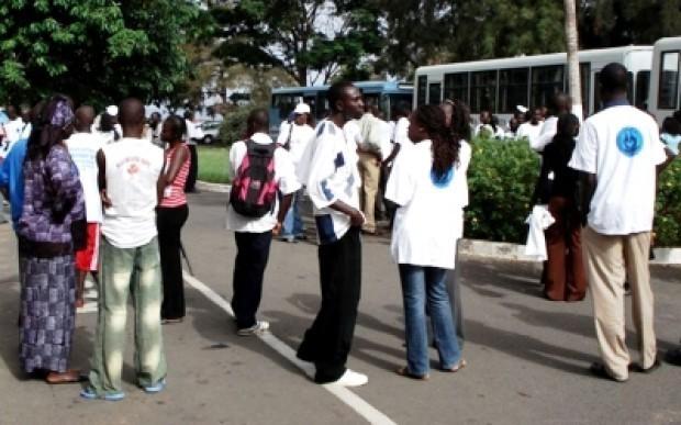 Sit-in à la place de l'obélisque : Des jeunes diplômés réclament un emploi