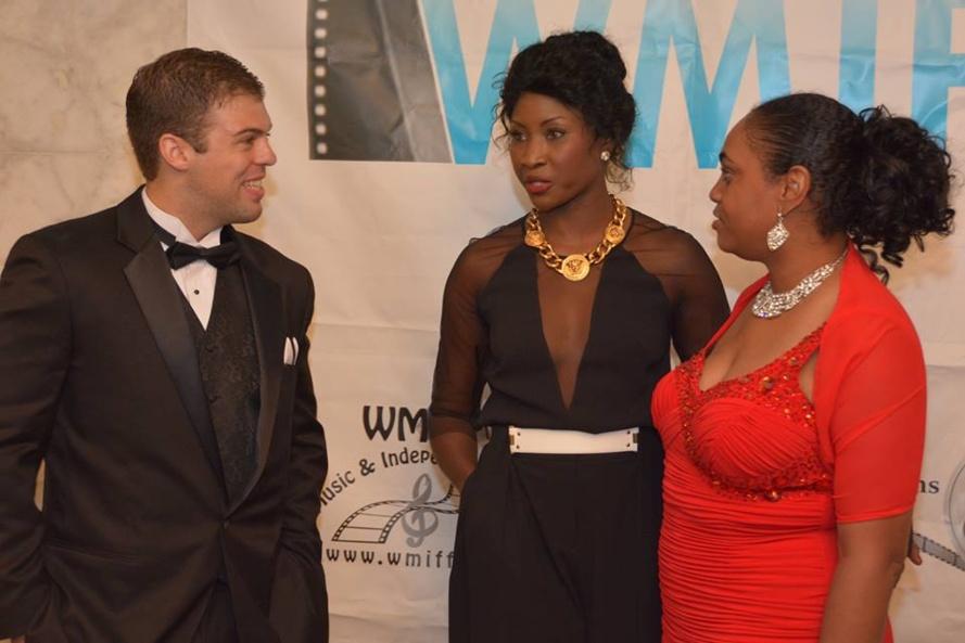 [ PHOTOS] Quand L'actrice Binta Goudiaby recevait son prix du Festival mondial de la musique et du film indépendants 2013 (Wmiff)