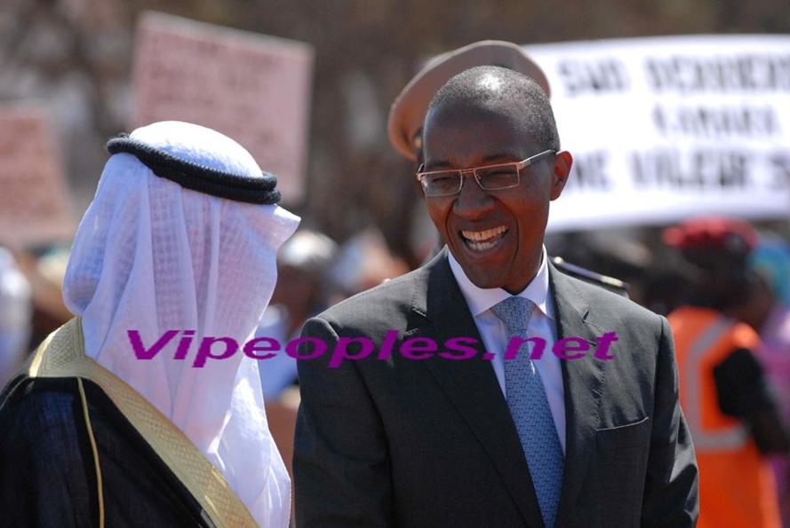 """Le grand sourire du PM Abdoul Mbaye qui laisse entrevoir discrètement son """"sacré yallah"""""""