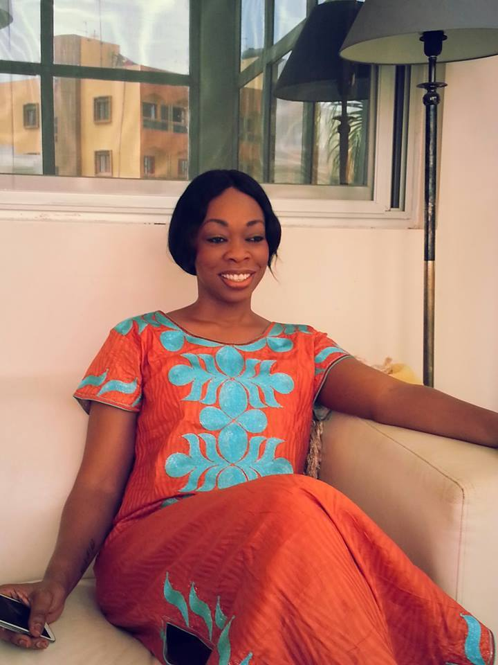 Aby Ndour en feeling habit traditionnel, elle souhaite à ses fans un bon vendredi!!!
