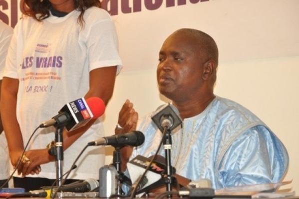 """Entretien avec Abdou Latif Coulibaly: """"L'argent circule bel et bien au Sénégal"""""""