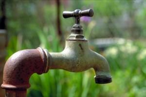 Remplacer le robinet par le « Ndaal » ou comment rire de la pénurie d'eau? par Rabia Diallo