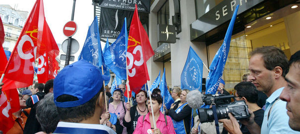 Sephora Champs-Elysées. Victoire des syndicats, le magasin doit fermer à 21h00 au lieu de 24h00. AFP