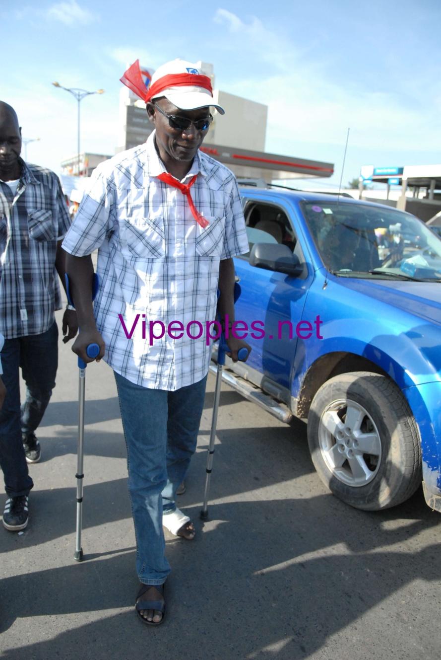 Marche PDS: Maitre Amadou SALL sur des béquilles