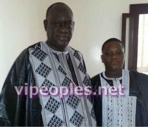 [PEOPLE POLITIQUE] Quand papa Diouf pose avec petit Diouf le jour de la Tabaski