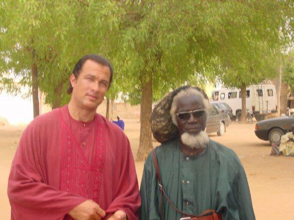 Témoignage miraculeux d'un Baye Fall : Serigne Saliou Mbaké a guéri la maladie de Steven Seagal, c'est pourquoi il emprunte le chemin de Touba
