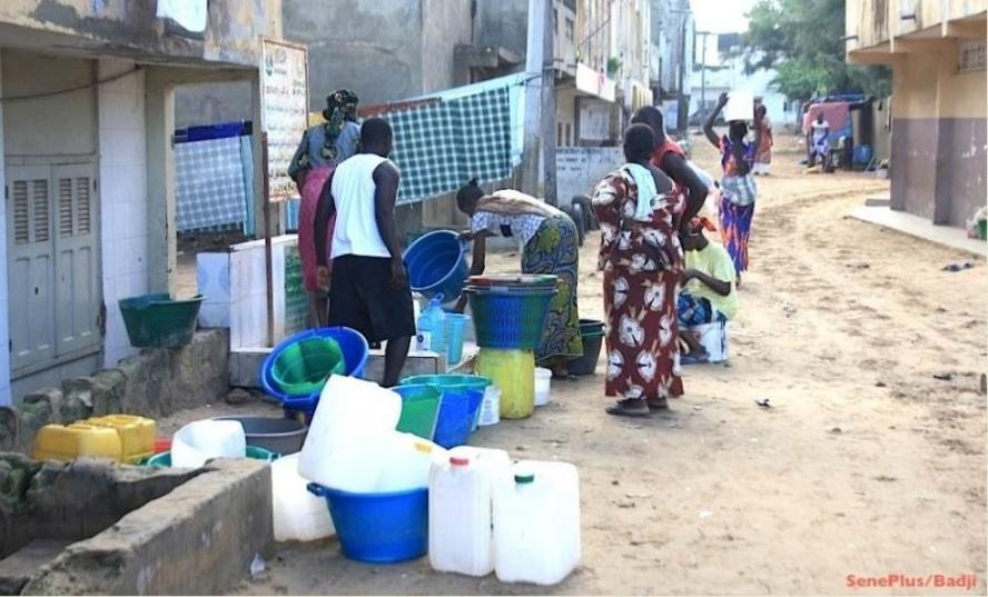 Prochaine pénurie d'eau de quatre jours : La course aux stocks a commencé