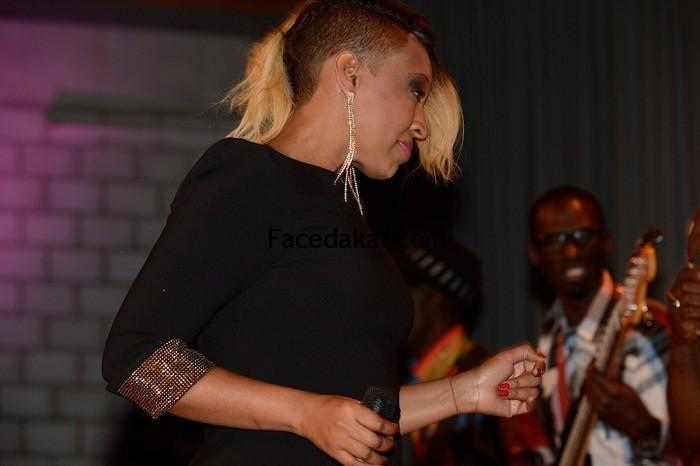 Viviane Chidid remporte le trophée de Meilleur Artiste Féminin de l'Afrique au Poro Awards 2013 à Abidjan