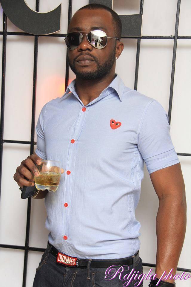 CÔTE D'IVOIRE - Voici le mannequin Jacques Fabrice, le patron de la sape !