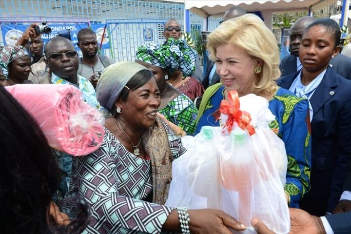 CÖTE D'IVOIRE - La Première Dame, Mme Dominique Ouattara témoigne sa solidarité aux populations de Wassakara