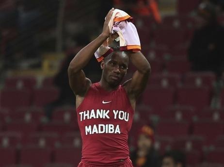"""Drogba assume son hommage à Mandela ! """"Je suis désolé, mais si je devais, je le ferais encore et encore et encore"""""""