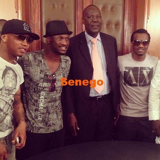 Photos: P-Square en compagnie du footballeur El Hadji Diouf et des belles au Sénégal. Regardez