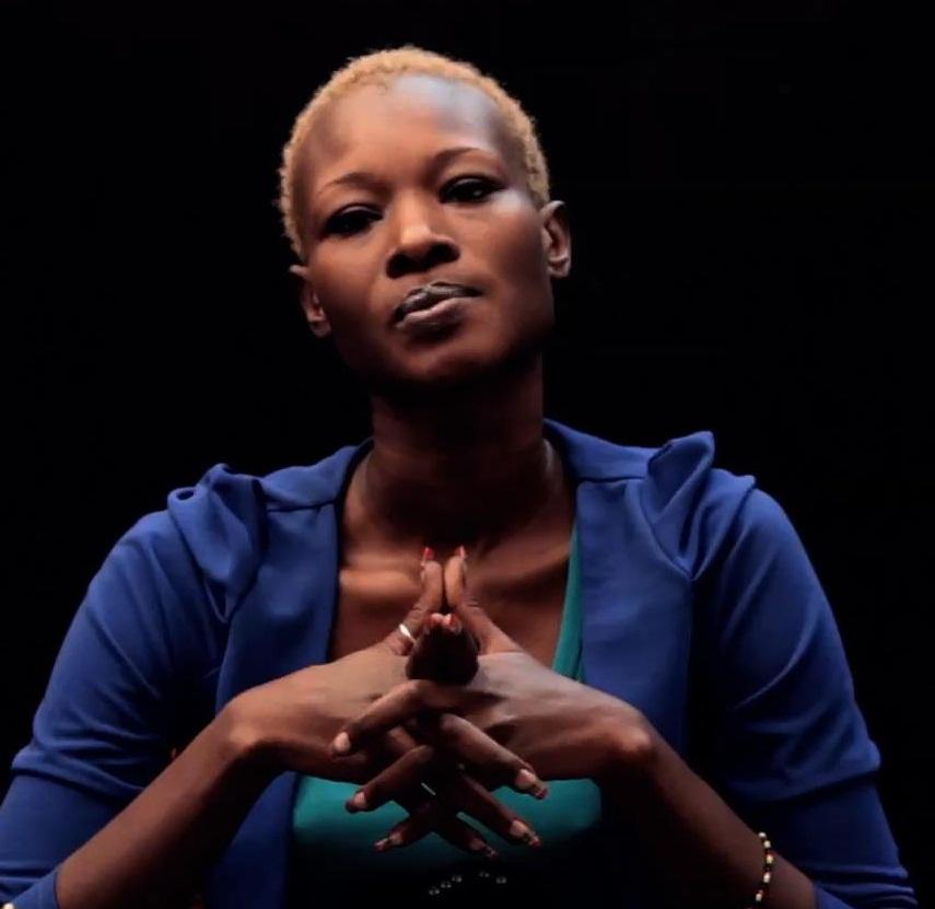 """Fleur Mbaye : """" J'ai accepté la promotion du canapé pour avoir le buzz… je soutiens le mariage pour tous... je fume, je bois de l'alcool, ça me concerne alors no comment »"""
