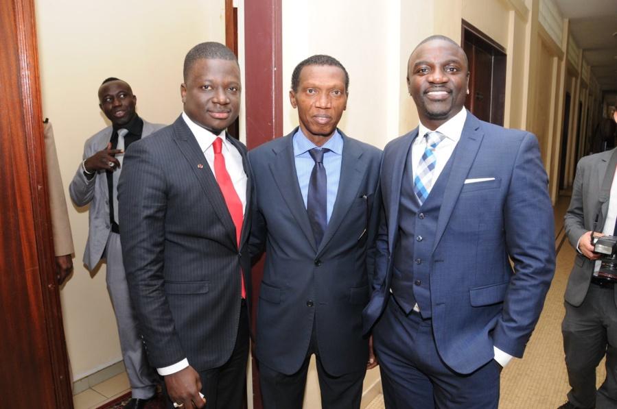 Thione Niang, le chargé de campagne de Obama, Arnie Sesay, le conseiller de Mimi Touré et le rappeur Akon