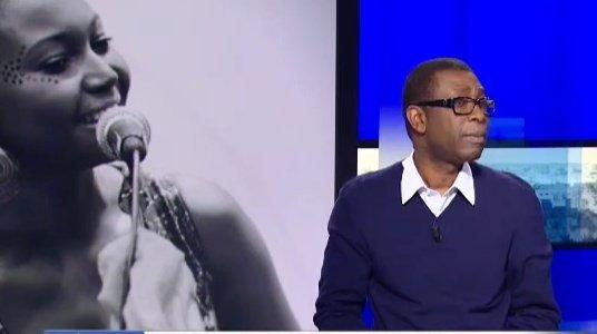 Vidéo: Youssou Ndour Lance « New Africa » et présente sa nouvelle chanson avec Idylle Mamba aux médias étrangers. Regardez