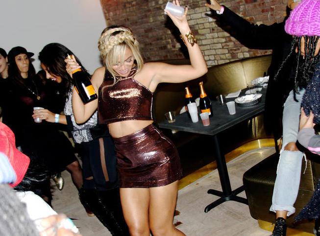 PHOTOS Beyoncé s'éclate avec sa sœur Solange à la fashion week