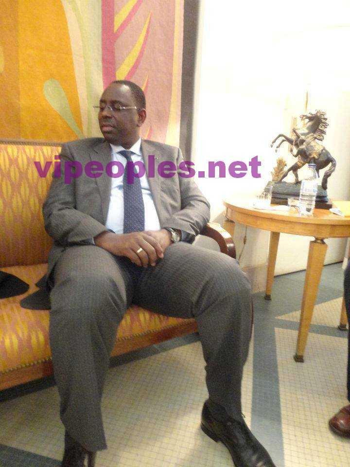 Le Président de la République , Macky Sall, dort assis