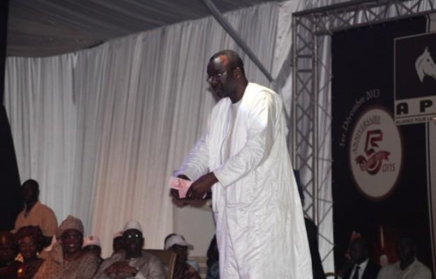 """Distribution de billets de banque:  Le """"matey"""" de Moustapha Cissé Lo"""