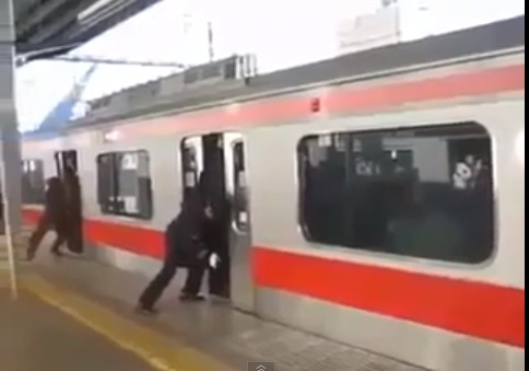 "VIDEO - En Chine, les trains sont pires que les "" carrapides """