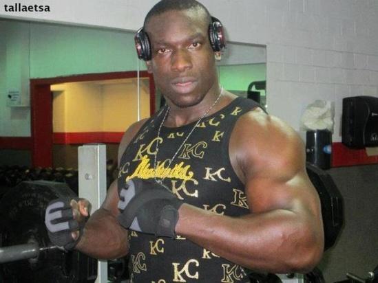 Lutte : Gouye Gui justifie son rang de lutteur VIP et s'achète une Bmw à 55 millions FCFA