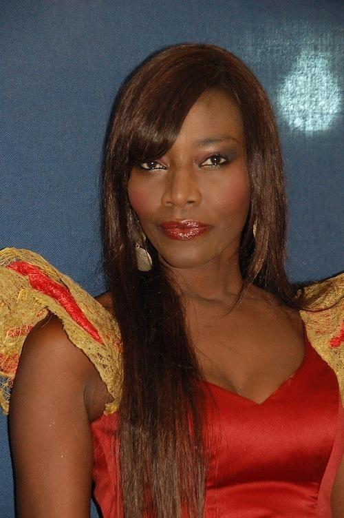 Coumba Gawlo Seck chante Marième Faye et Macky Sall et fait un clin d'oeil à Wade