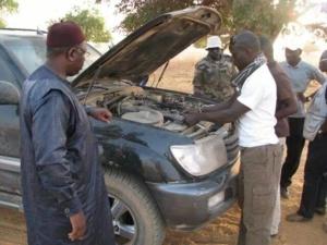 Macky Sall se transforme en mécanicien