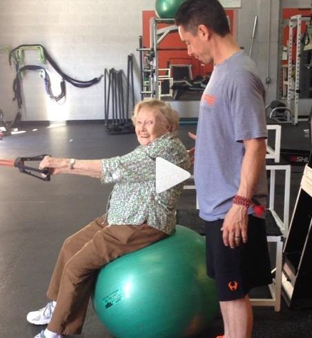 Une mamie de 97 ans accro au fitness !