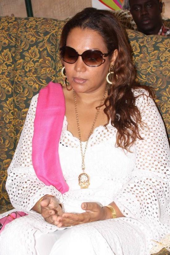 Voici la Femme du Maire de Dakar. Une épouse exemplaire et effacée