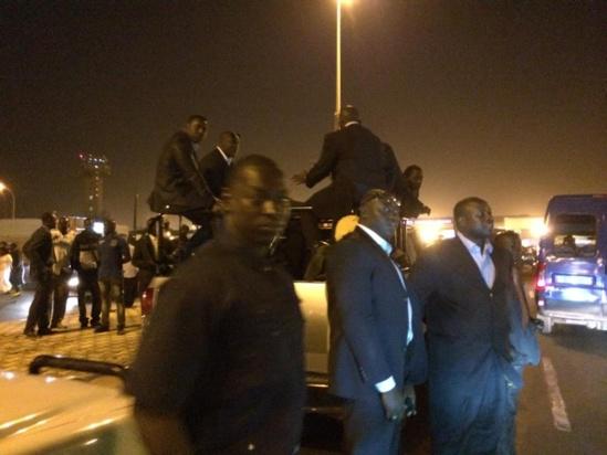 Photos - Aéroport de Dakar: Me Wade refuse le Salon d'honneur et snobe la RTS