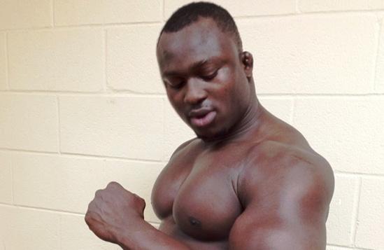"""Les femmes sénégalaises préfèrent désormais les lutteurs et rejettent les """" toubabisés """""""