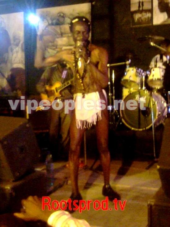 MUSIQUE - Souleymane Faye fracasse les yeux des spectateurs !!!