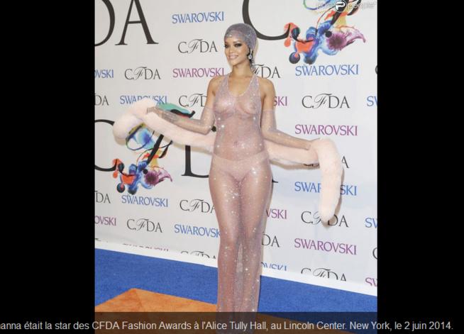 Rihanna dévoile sa nudité prise de devant !