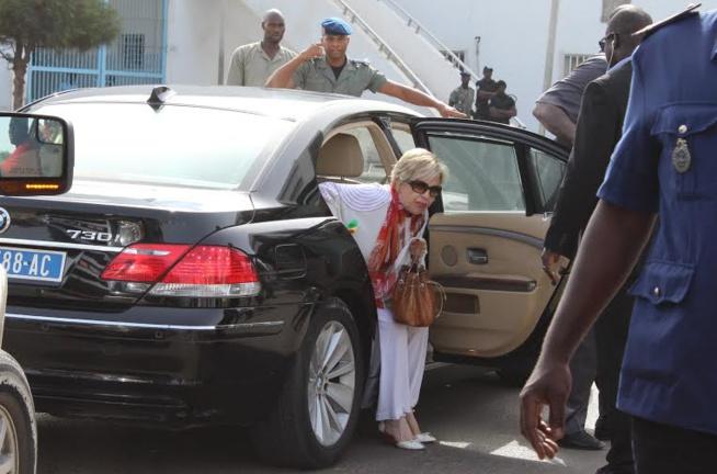 """Qualifiant le procès de """"complot visant à détruire"""" son fils, Viviane Wade déplore la lenteur de la procédure"""