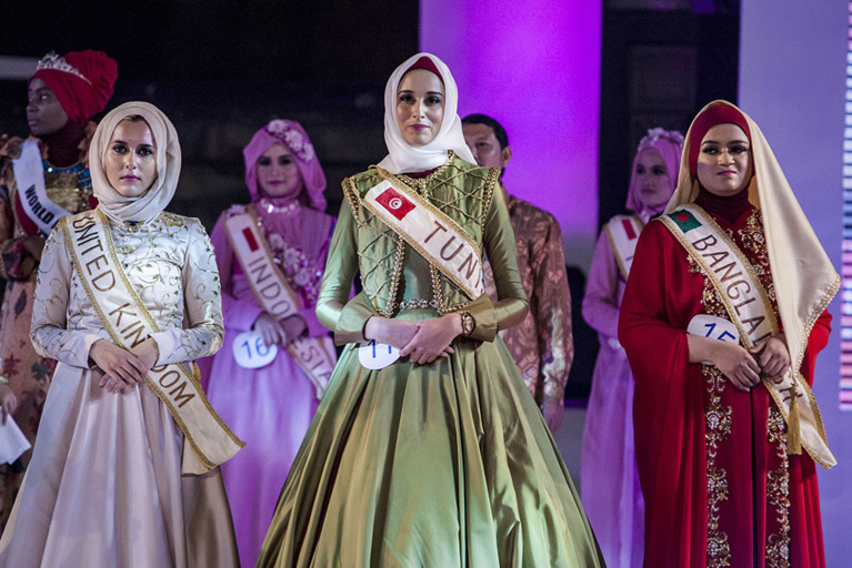 Miss Muslimah: Une Tunisienne gagne le concours mondial de beauté … sans bikini. Regardez