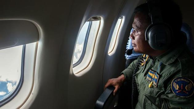 Disparition du vol d'AirAsia : les dernières communications du pilote révélées