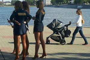 Jugées trop sexy, les policières russes se font rappeler à l'ordre par le gouvernement