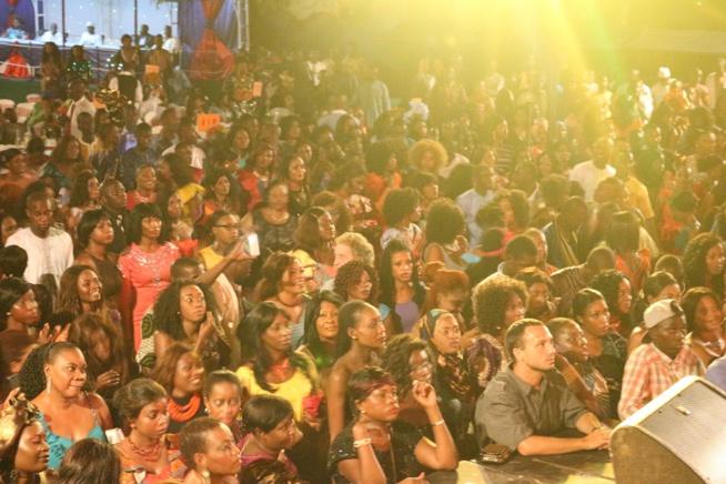 Les images de la soirée de gala de la reine du djolof band Viviane à Kayraba hotél en Gambie.Regardez