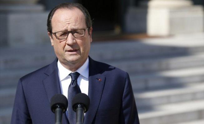 François Hollande : « L'état d'urgence sera décrété, certains lieux fermés, la circulation interdite »