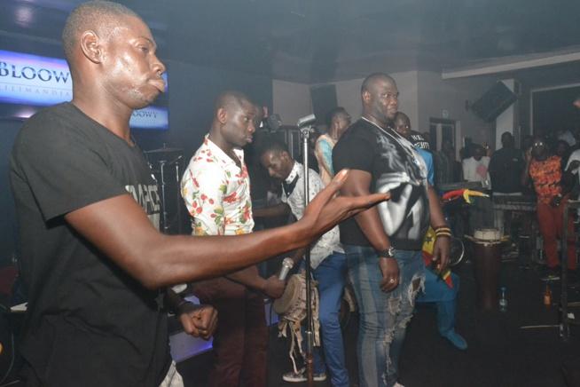 BLOWY A GUICHET FERME: Pape Diouf confirme son statut de leader dans la musique Sénégalaise, toujours copié mais jamais égalé. Regardez en images.