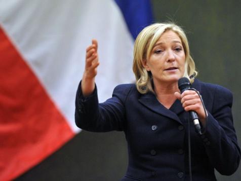"""Marine Le Pen supprime tout : """"Ce n'est pas du tout le rôle de la région que de payer des moustiquaires au détenus du Sénégal..."""""""