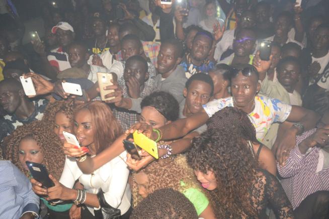 BLOOWY: Pape Diouf toujours au sommet de son art quand les fans en demandent.Rendez-vous ce dimanche au Baramundi.
