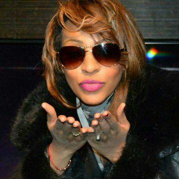 Award 2013 à Los Angeles, la reine du Djolof Band Viviane Chidid recevra un prix ce 13 Fevrier.