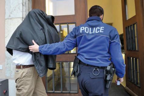 Suisse : Un étudiant sénégalais vole 200 millions FCfa et se paie une villa à Dakar en complicité avec un Colonel de l'armée