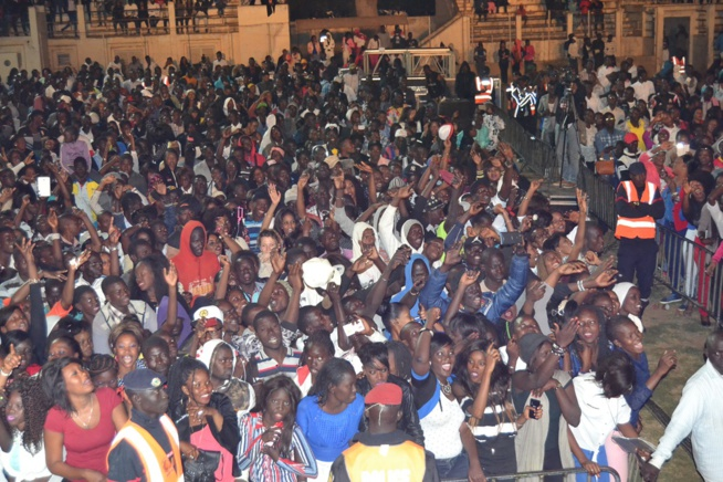 Tournée nationale: Pape Diouf le nouveau chouchou des Thiésssois remplit le stade Maniang Soumaré.