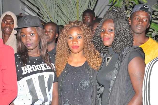 En intégralité du concert explosif de Pape Diouf chez les étudiantes de la cité Claudel. Regardez