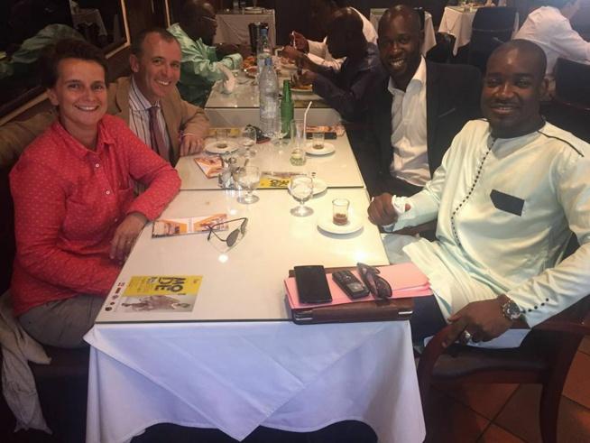 Un agréable déjeuner avec le consul général de la France au Sénégal, Olivier Serot Almeras et sa femme Irene.