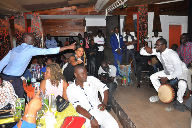Anniversaire, le chanteur Sénégalais de Montréal Elage Diouf explose le Just 4 u avec comme guest star Pape Diouf. Regardez.