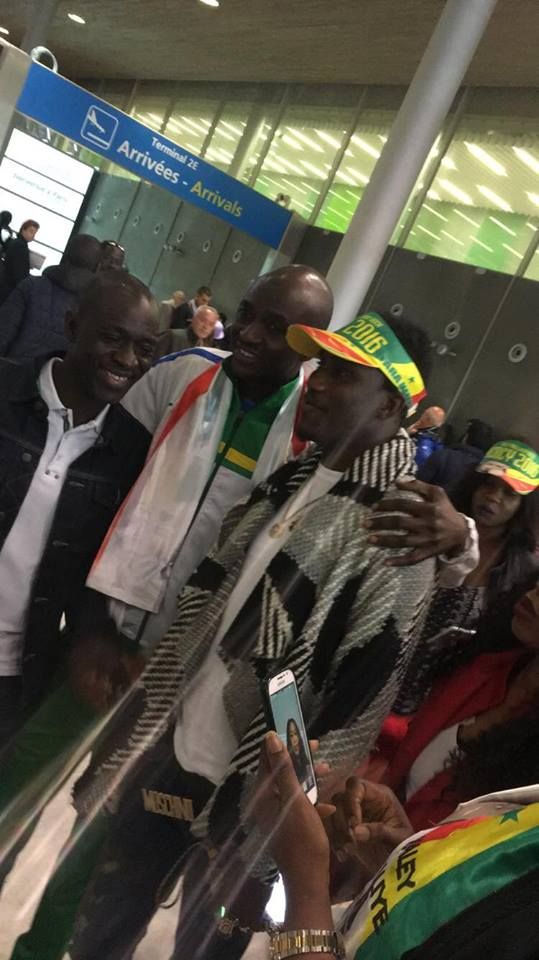 JOUR J -1 L'arrivé des musiciens et chanteurs Sénégalais à Paris pour le Bercy de Waly Seck ce 04 juin. Regardez