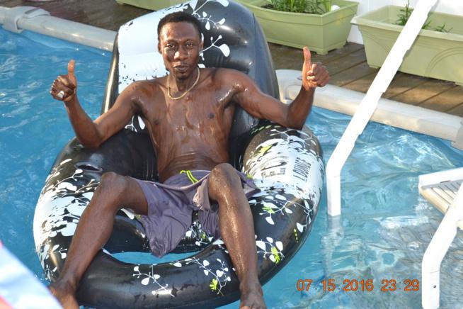 VIDEO. Regardez comment Pape Diouf et sa génération consciente se distraient dans la piscine à New Jersey avant de rallier Chicago le 16,17 Festival Madison Marquette et le 18 july Festival Winconsi.