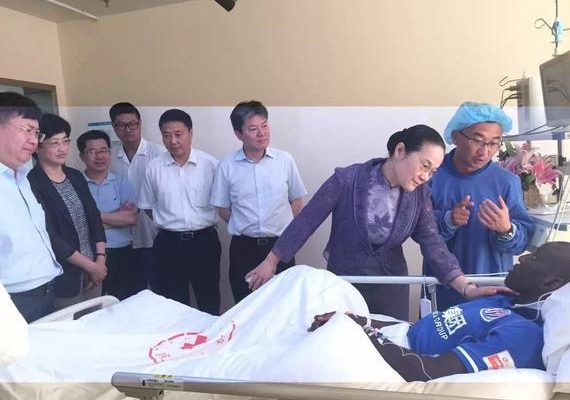 Photos exclusives: Demba ba sur son lit d'hôpital, ses premiers mots après sa blessure
